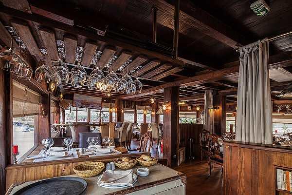Le Dhow Restaurant Bar Lounge
